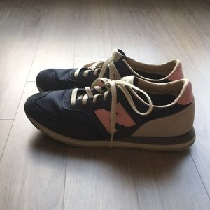 New Balance Sneakers 9